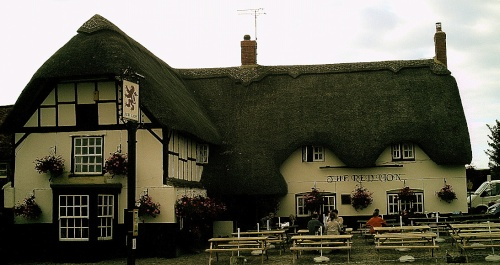 The red lion pub in avebury